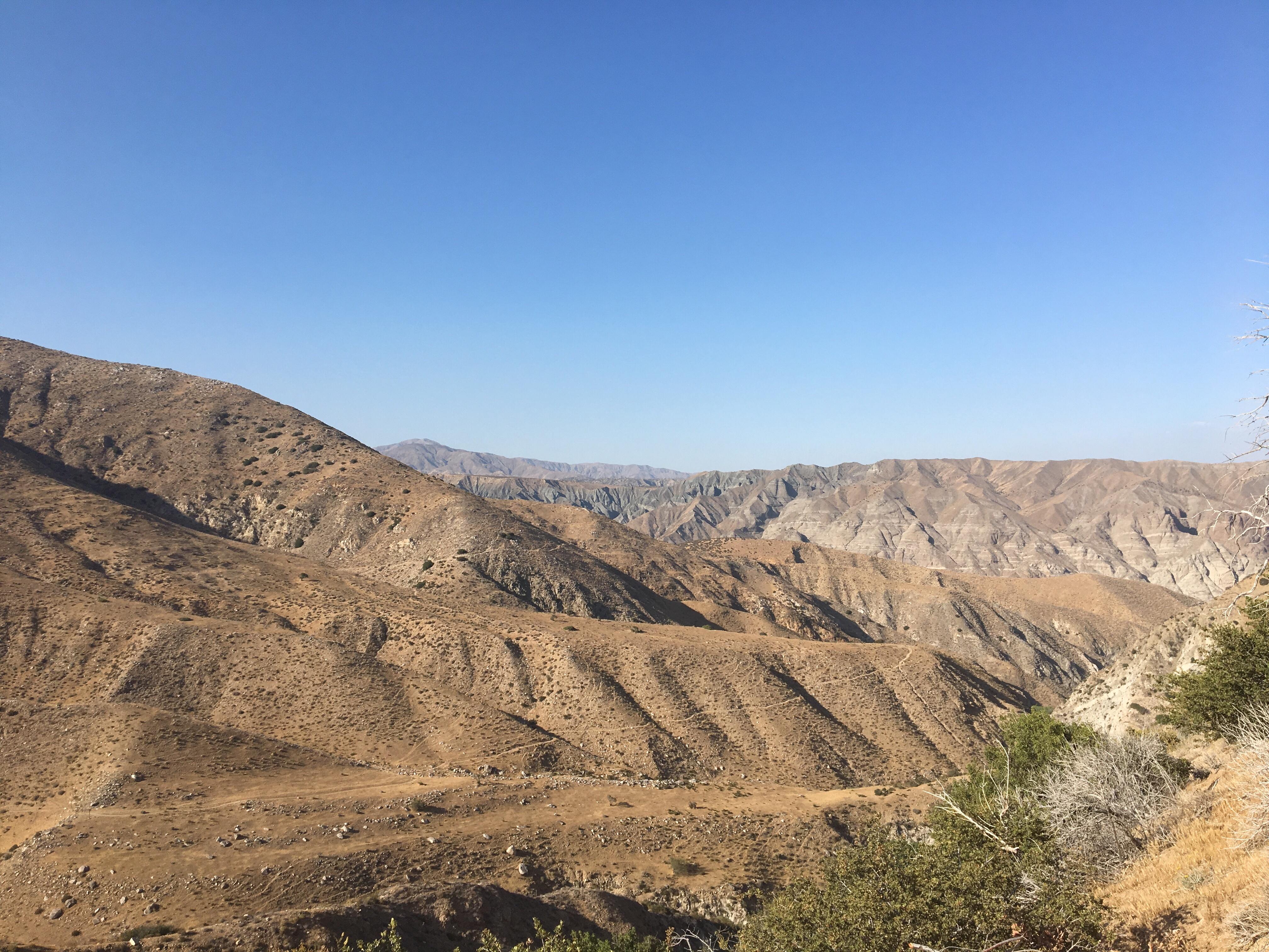hiken in de woestijn